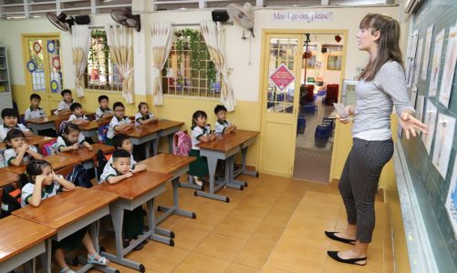 English teachers or English schools: In post-social distancing Vietnam, who have the upper hand?